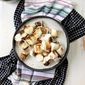 Toasted-Marshmallow-Ice-Cream-cake-with-Salted-Caramel-7-e1439354063117