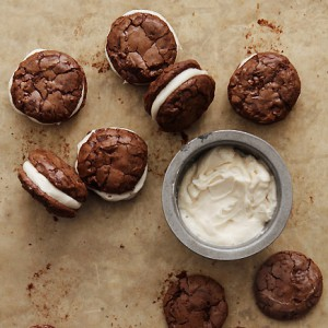 Brownie Cookies w Salted Creme Filling